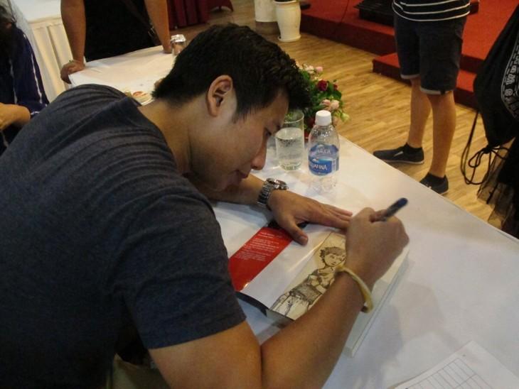 Các thanh niên kiều bào tham quan Hội trường Thống nhất và giao lưu với John Hùng Trần - ảnh 7