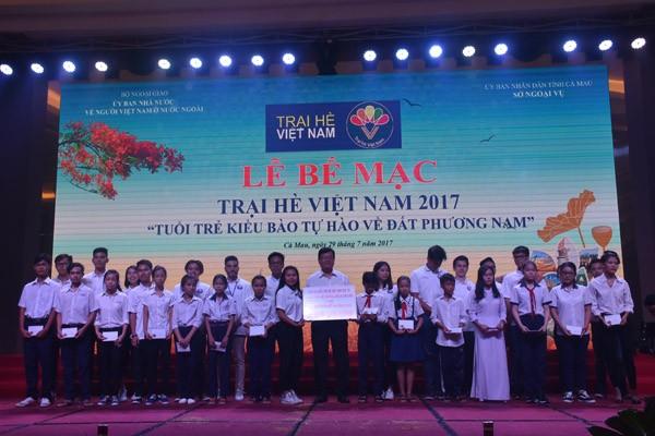 Xúc động giây phút bế mạc Trại hè Việt Nam 2017 - ảnh 3