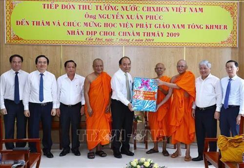 Thủ tướng Nguyễn Xuân Phúc thăm, chúc Tết Chôl Chnăm Thmây tại Học viện Phật giáo Nam tông Khmer - ảnh 1