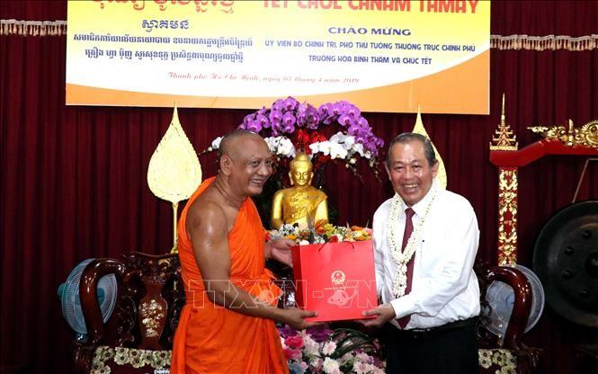 Phó Thủ tướng Thường trực Chính phủ Trương Hòa Bình đến thăm, chúc Tết đồng bào Khmer  - ảnh 1