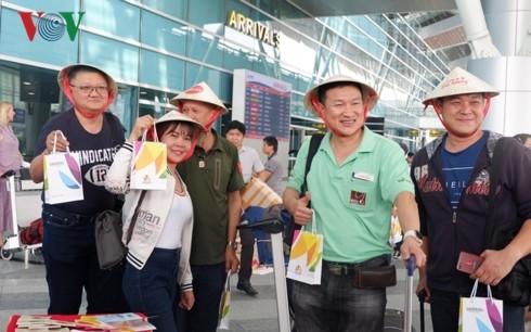 Đà Nẵng đón chuyến bay AirAsia đầu tiên đến từ Chiang Mai - ảnh 1