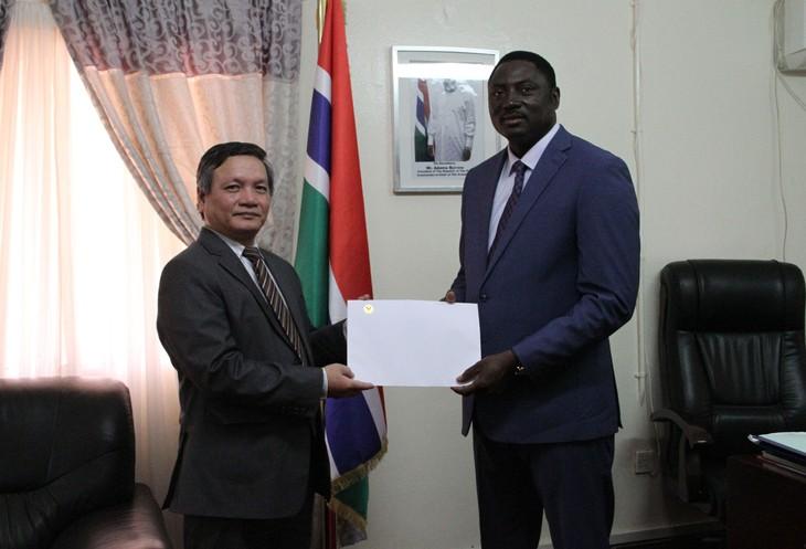 Đại sứ Việt Nam tại Gambia trình Quốc thư - ảnh 1