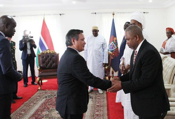 Đại sứ Việt Nam tại Gambia trình Quốc thư - ảnh 6