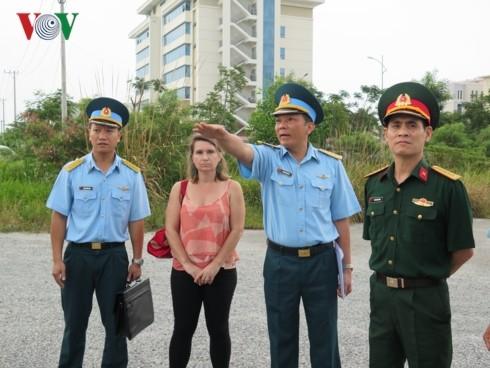Đoàn trợ lý Nghị sĩ Hoa Kỳ thăm khu xử lý dioxin sân bay Đà Nẵng - ảnh 1