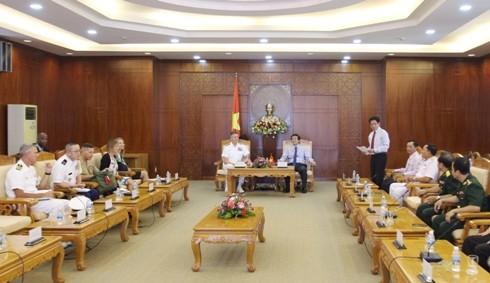 Tư lệnh Bộ Tư lệnh Ấn Độ Dương- Thái Bình Dương Hoa Kỳ thăm Khánh Hòa - ảnh 1
