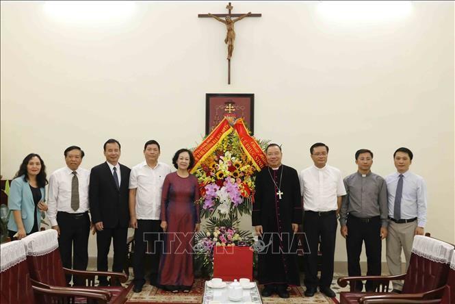Trưởng ban Dân vận Trung ương Trương Thị Mai chúc mừng Tòa Tổng giám mục Hà Nội  - ảnh 1