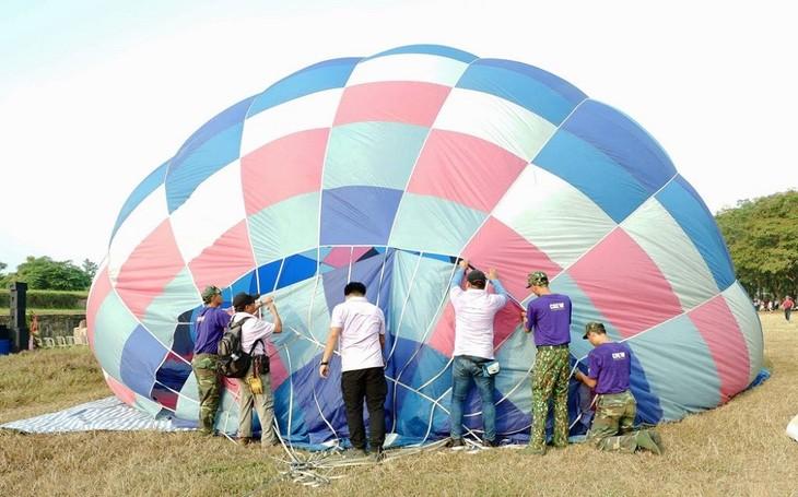 Khai mạc lễ hội khinh khí cầu Huế - ảnh 1