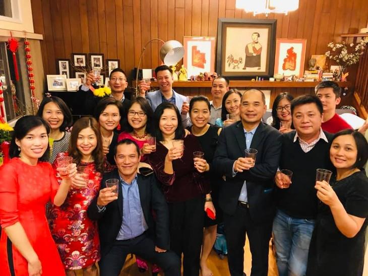 Xúc động câu chuyện tình yêu của cặp vợ chồng hoạ sĩ Việt kiều - ảnh 5