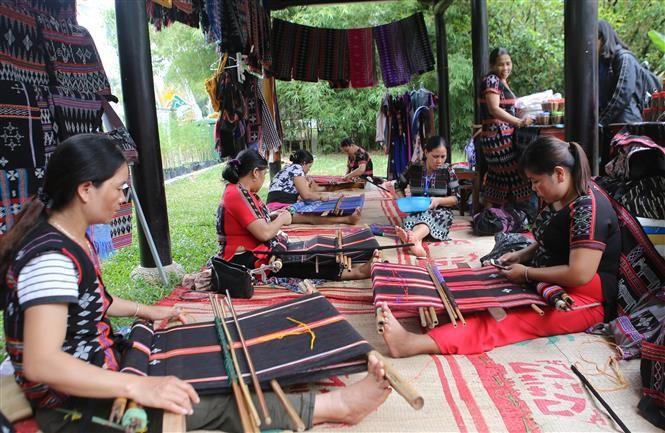 Sản phẩm nghề truyền thống tại Festival Nghề truyền thống Huế năm 2019 - ảnh 1