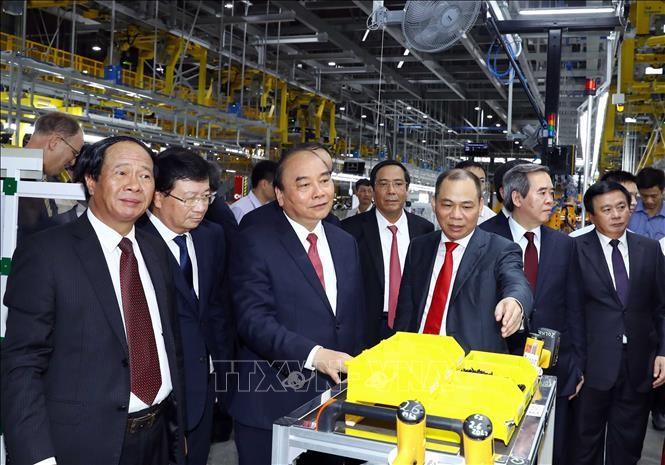 Thủ tướng Nguyễn Xuân Phúc: VinFast cần chủ động liên kết, hợp tác với các nhà sản xuất ô tô Việt Nam - ảnh 3