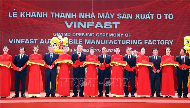 Thủ tướng Nguyễn Xuân Phúc: VinFast cần chủ động liên kết, hợp tác với các nhà sản xuất ô tô Việt Nam - ảnh 2