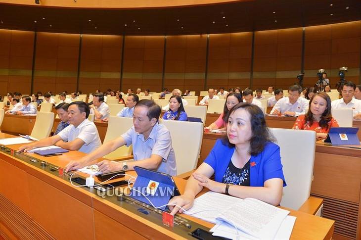Quốc hội thông qua nhiều dự án luật và nghị quyết quan trọng với sự phát triển của đất nước - ảnh 1
