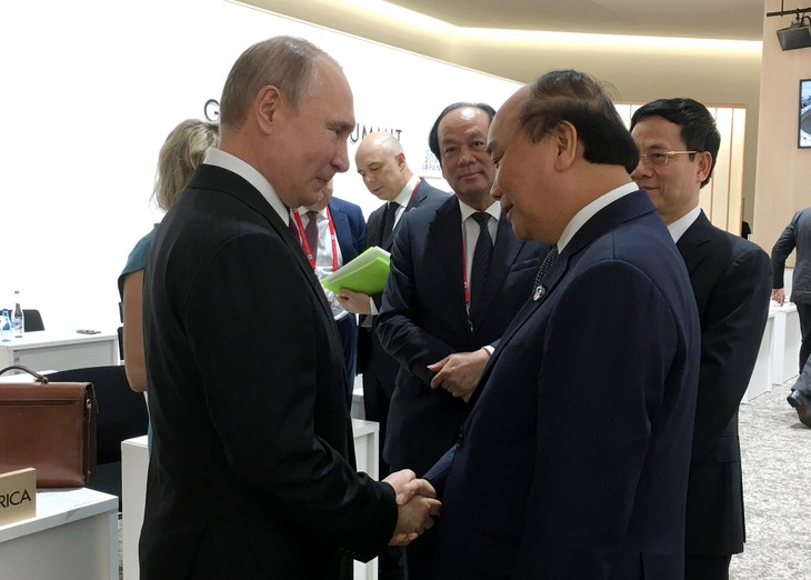 Thủ tướng Nguyễn Xuân Phúc thảo luận giải pháp tăng cường hợp tác song phương với với lãnh đạo các nước dự G20 - ảnh 1