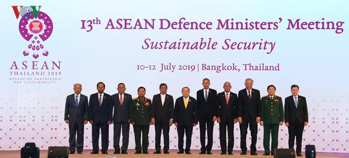 Bộ trưởng Quốc phòng ASEAN đồng thuận về an ninh bền vững - ảnh 1
