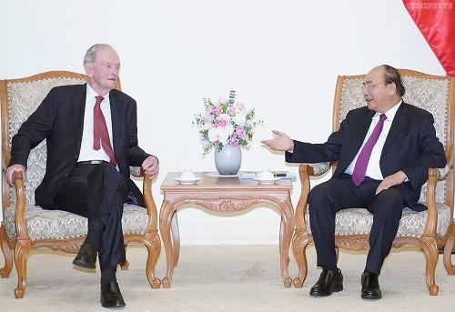Thủ tướng Nguyễn Xuân Phúc tiếp cựu Thủ tướng Canada Jean Chretien - ảnh 1