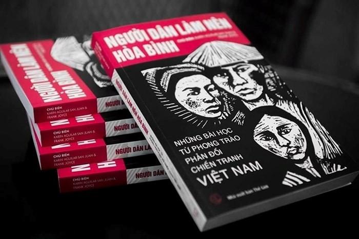 """Ra mắt sách """"Người dân làm nên hòa bình - Những bài học từ phong trào phản đối chiến tranh Việt Nam"""" - ảnh 1"""