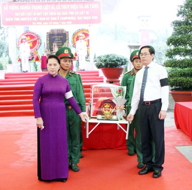 Chủ tịch Quốc hội Nguyễn Thị Kim Ngân dự Lễ truy điệu và an táng hài cốt liệt sỹ tại tỉnh Tây Ninh - ảnh 1