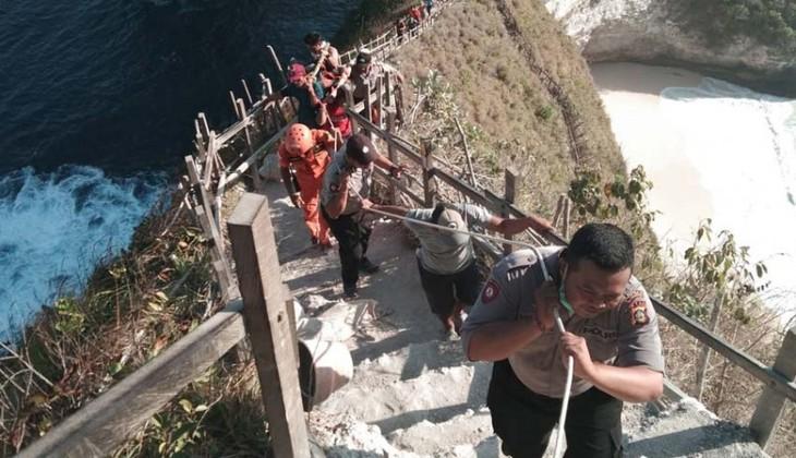 Đại sứ quán Việt Nam tại Indonesia hỗ trợ đưa thi thể nạn nhân tử nạn trên bãi biển Bali về nước - ảnh 2