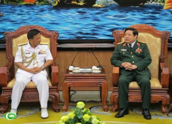 Menhan Vietnam menerima Panglima Angkatan Laut Kerajaan Brunei Darussalam - ảnh 1