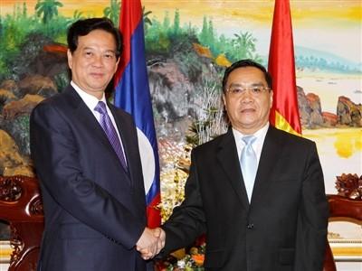 PMVN Nguyen Tan Dung menerima  PM Laos Thongsing Thammavong - ảnh 1