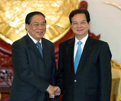 Vietnam dan Laos menyelesaikan pekerjaan mengerapkan dan memperbaiki tonggak perbatasan di lapangan - ảnh 1