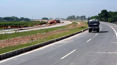 Upacara menggunting pita pembukaan jalan nasional nomor 3  ruas  Ha Noi-Thai Nguyen - ảnh 1