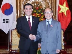 Ketua MN Vietnam, Nguyen Sinh Hung mengadakan pembicaraan dengan Ketua Parlemen Republik Korea Kang Chang-hee - ảnh 1