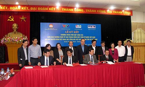 Kerjasama antara Front Tanah Air Vietnam dengan VOV, TV dan Kantor Berita Vietnam dalam sosialisasi - ảnh 1