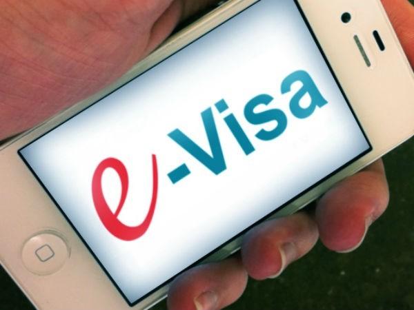 E-visa akan diujicobakan untuk turis asing dalam waktu dua tahun - ảnh 1