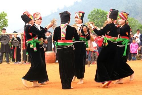 Warga etnis minoritas Kho Mu di Vietnam - ảnh 1