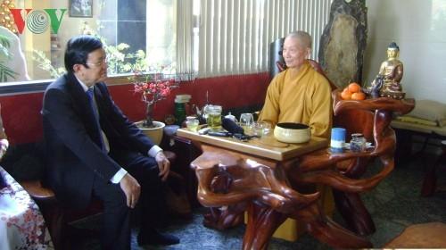 Президент Вьетнама поздравил жителей г.Хошимина с Тэтом - ảnh 1