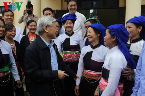 Генсек ЦК КПВ Нгуен Фу Чонг посетил провинцию Футхо - ảnh 2