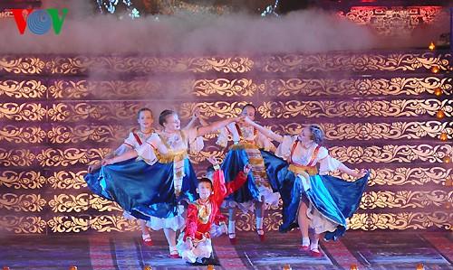 Открытие фестиваля Хюэ-2014 - ảnh 8
