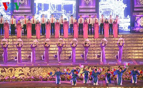 Открытие фестиваля Хюэ-2014 - ảnh 11