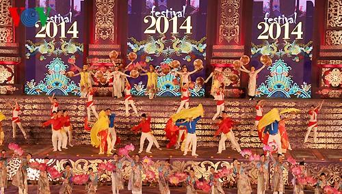 Открытие фестиваля Хюэ-2014 - ảnh 12