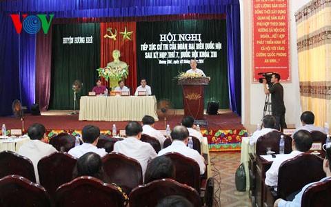 Спикер вьетнамского парламента встретился с избирателями провинции Хатинь - ảnh 1