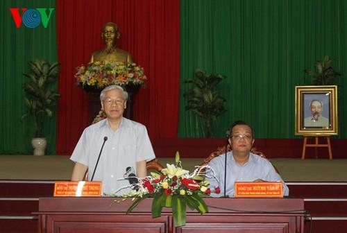 Генсек ЦК КПВ провел рабочую встречу с главными кадрами провинции Биньтхуан - ảnh 1
