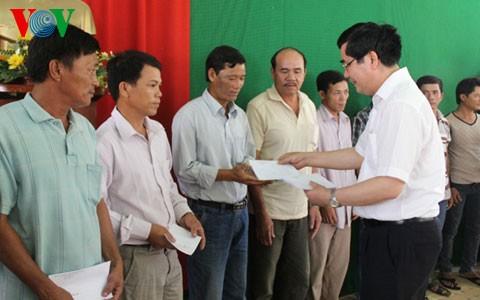 Министр Као Дык Фат навестил рыбаков провинции Куангнгай - ảnh 1