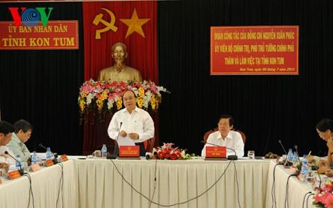 Вице-премьер СРВ Нгуен Суан Фук посетил провинцию Контум - ảnh 1