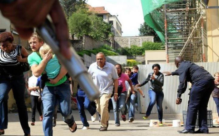 Многие люди погибли в результате атаки боевиков в Кении - ảnh 1