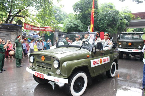 В Ханое прошла церемония прощания с офицерами и солдатами, погибшими при крушении вертолета - ảnh 3