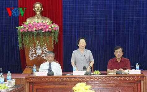 Вице-президент СРВ Нгуен Тхи Зоан вручила подарки семьям льготников в провинции Куангчи - ảnh 1