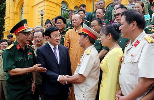 Президент СРВ Чыонг Тан Шанг принял бывших офицеров и солдат 356-й дивизии - ảnh 1