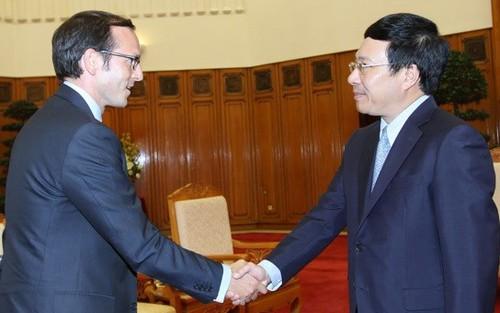 Представитель президента США находится во Вьетнаме с визитом - ảnh 1