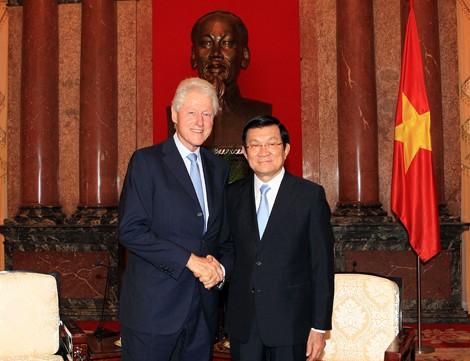 Билл Клинтон заявил, что приложит усилия для внесения вклада в развитие отношений США и Вьетнама - ảnh 1