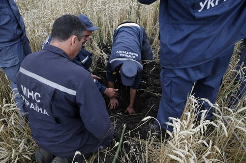 Найден второй «черный ящик» рухнувшего на Украине самолета - ảnh 1