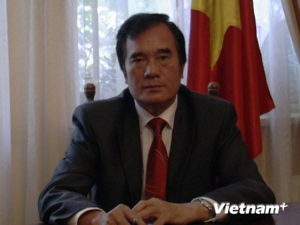 Посольство СРВ на Украине содействует вьетнамцам, проживающим на востоке этой страны - ảnh 1