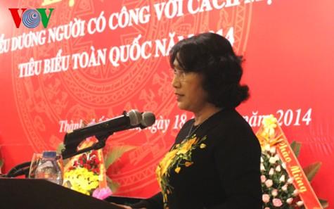 Во Вьетнаме чествованы люди, имеющие заслуги перед Родиной - ảnh 1