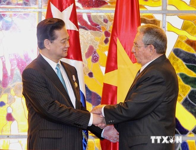 Руководители Вьетнама поздравили Кубу с Днём начала национального восстания - ảnh 1