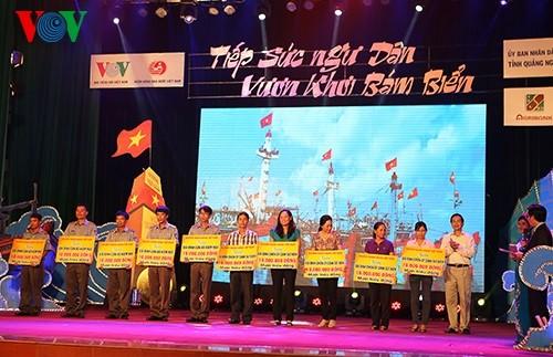 В городе Куангнгай прошла художественная программа в поддержку работы рыбаков - ảnh 2